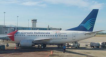 Bahasa Melayu: Pesawat Garuda Indonesia oleh m...