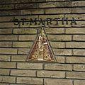 Geglazuurd reliëf met Madonna, bij de entree onder de luifel, in de voorgevel - Eindhoven - 20388776 - RCE.jpg