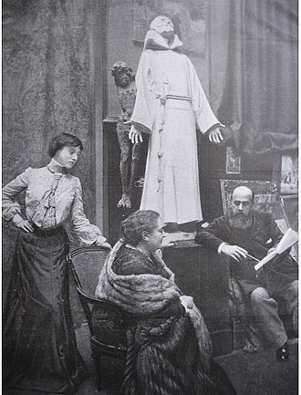 Charlotte Dubray - Germaine, Charlotte and Albert Besnard in the studio, statue of Saint Francis in the rear (1904)