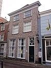 foto van Rechthoekige, zich naar achteren enigszins versmallend huis met verdieping en schilddak