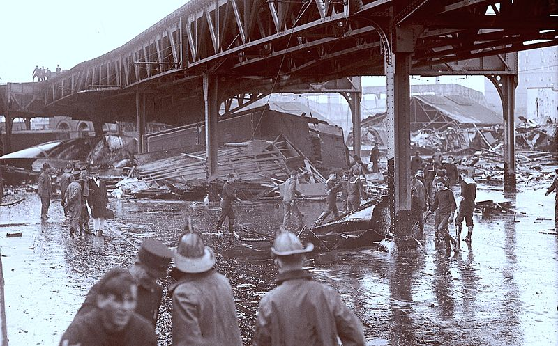 File:GreatMolassesFlood 1919-Wreckage under the elevated tracks.jpg
