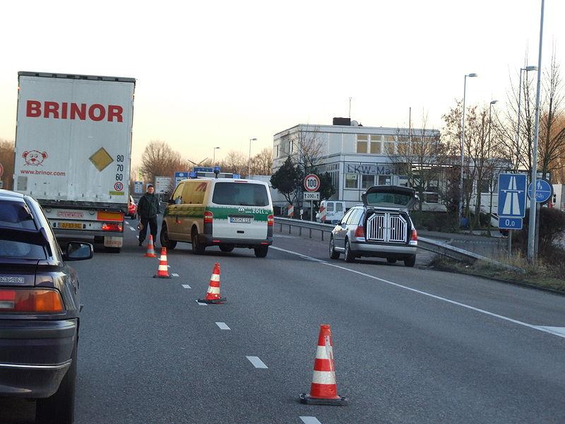 File:Grenzkontrolle an der Niederländisch-Deutschen Grenze DSCF2488.jpg