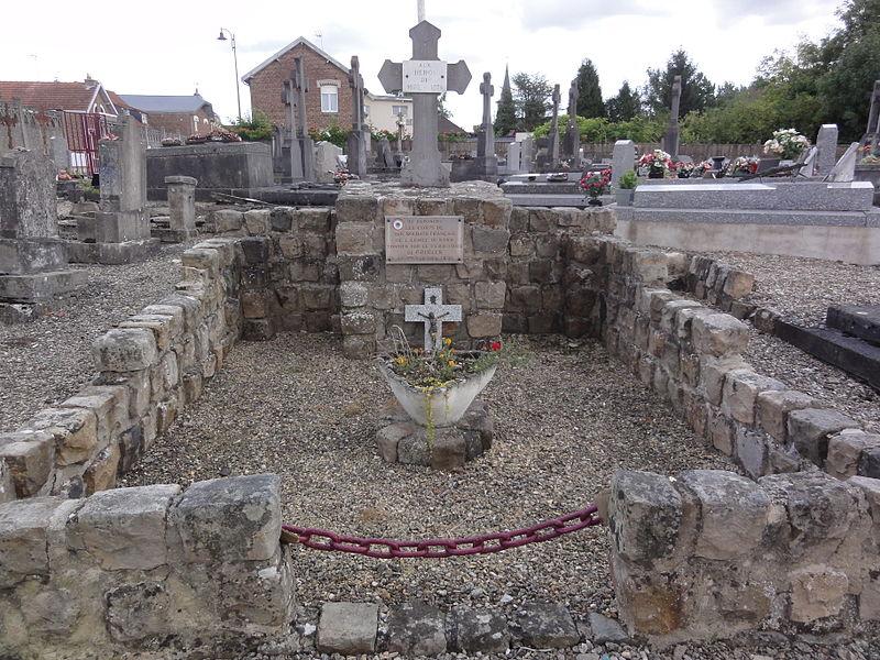 Grugies (Aisne) cimetière, croix tombe collective guerre 1870-71