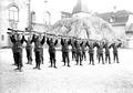 Gruppe von Infanteristen beim Bajonettfechten - CH-BAR - 3238127.tif
