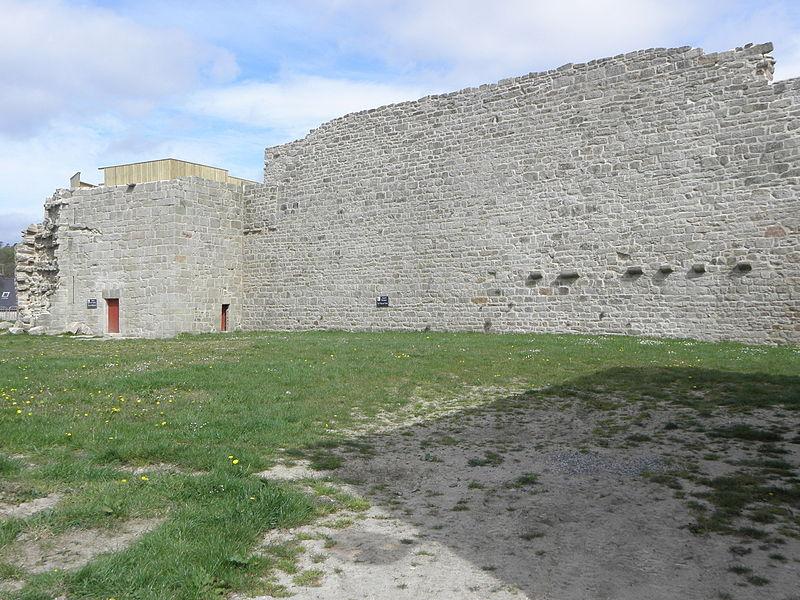 Château de Guémené-sur-Scorff (56). Salle des Gardes et Grand-Rempart. Vue intérieure.