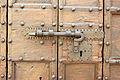 Gubbio, palazzo dei consoli, esterno, chiavistello.JPG