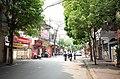 Học sinh đi xe đạp dàn hàng trên phố Tuệ Tĩnh, thành phố Hải Dương, tỉnh Hải Dương.jpg