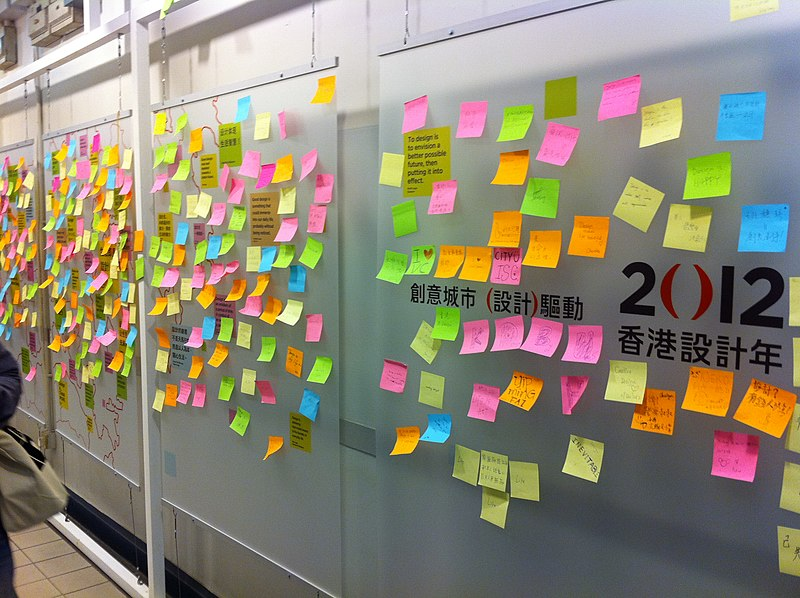 File:HK 123 Gloucester Road 舊灣仔警署 Old Wan Chai Police Station interior Post-it notes Corridor Dec-2012.JPG