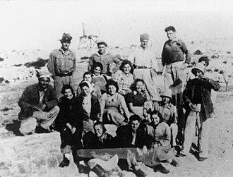 Hannah Szenes - Hannah Szenes with members of Kibbutz Sdot Yam. (4th from left)