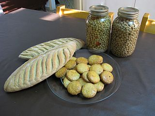 Canned hanza seed and bread and cookies made from hanza flour. Location: Zinder, Republic of Niger