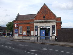 Harold Wood stn building.JPG