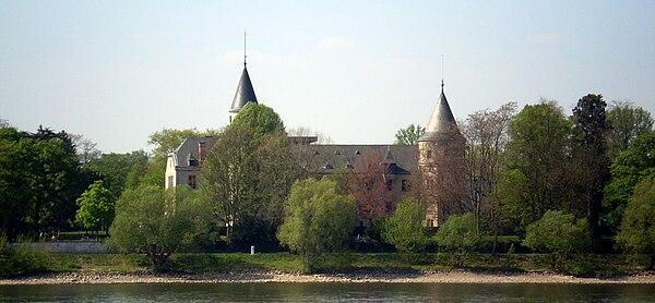 600px-Haus_Carstanjen_Rheinseite.jpg