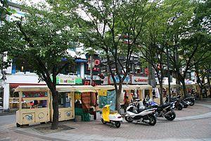 Hongdae, Seoul - Hongdae Playground street merchants on Wausan-ro 21-gil