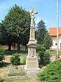 Horní Moštěnice, kříž u kostela.jpg