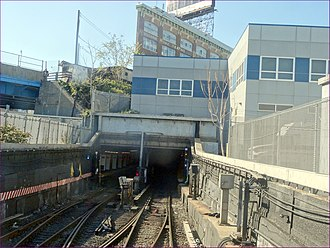 Hunters Point Avenue (IRT Flushing Line) - View from outside