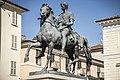 Il monumento equestre in piazza Mazzini vista laterale 1.jpg