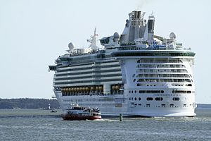 Independence of the Seas 8454.jpg