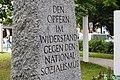 Inschrift Denkmal Platz der Freiheit, München.jpg
