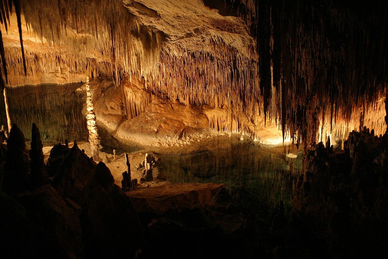 Interior de las Cuevas del Drach.jpg