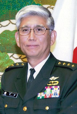 JGSDF-general Eiji Kimizuka 君 塚 栄 治 陸 将 (US Marine Corps foto 120316-M-XX000-001 JGSDF takker marinesoldater, deres familier, civile organisationer) .jpg