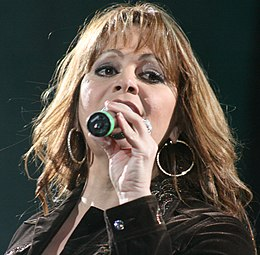 Jenni Rivera performing in 2009 3.jpg