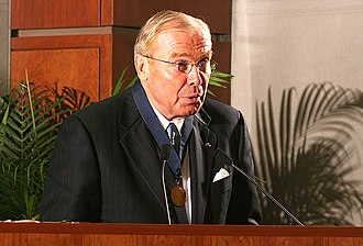 Jon Huntsman Sr. - Image: Jon Huntsman Sr 2004 Huntsman Award Ceremony