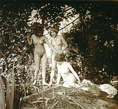 Jules Richard -Nude in the Garden, 1920.jpg