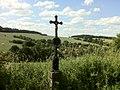 Křížek nad Mokřicemi - panoramio.jpg