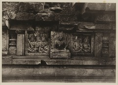 KITLV 40043 - Kassian Céphas - Reliefs on the terrace of the Shiva temple of Prambanan near Yogyakarta - 1889-1890.tif