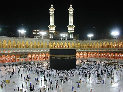 https://upload.wikimedia.org/wikipedia/commons/thumb/1/10/Kaaba_at_night.jpg/405px-Kaaba_at_night.jpg