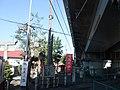 Kariyado hachiman shrine on Tokaido Shinkansen under viaduct.jpg