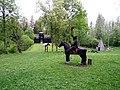 Kassinurme mäed (ratsaniku skulptuur, linnus ja püstkoda).jpg