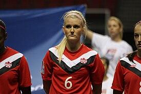 eb242957ddb55 Kaylyn Kyle con la camiseta Umbro de la Selección femenina de fútbol de  Canadá.