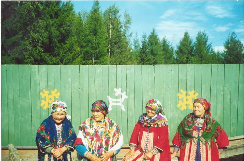 File:Khanty old women in Numsang Yoh.jpg
