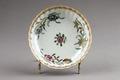 Kinesisk porslins tallrik från 1735-1795 dekorerad med krysantemum - Hallwylska museet - 95817.tif