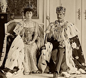 Regalia - King Haakon VII and Queen Maud of Norway with their regalia.