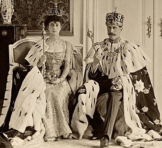 Regalia of Norway - Haakon VII and Maud of Wales with the regalia, on the occasion of their coronation
