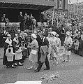 Koninklijk bezoek aan Groningen (op weg naar Studenten-societeit), Bestanddeelnr 913-8872.jpg