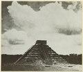 Kukulcans stora tempel i Chichen Itza. Efter Morley. (katalogkort) - SMVK - 0307.f.0323.b.tif