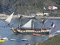 L'Hermione dans le chenal de Port-Vendres, s'apprêtant à prendre le large.jpg