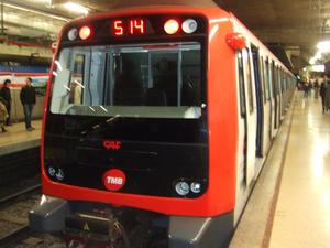 Provença–Diagonal station - Train at Diagonal TMB station