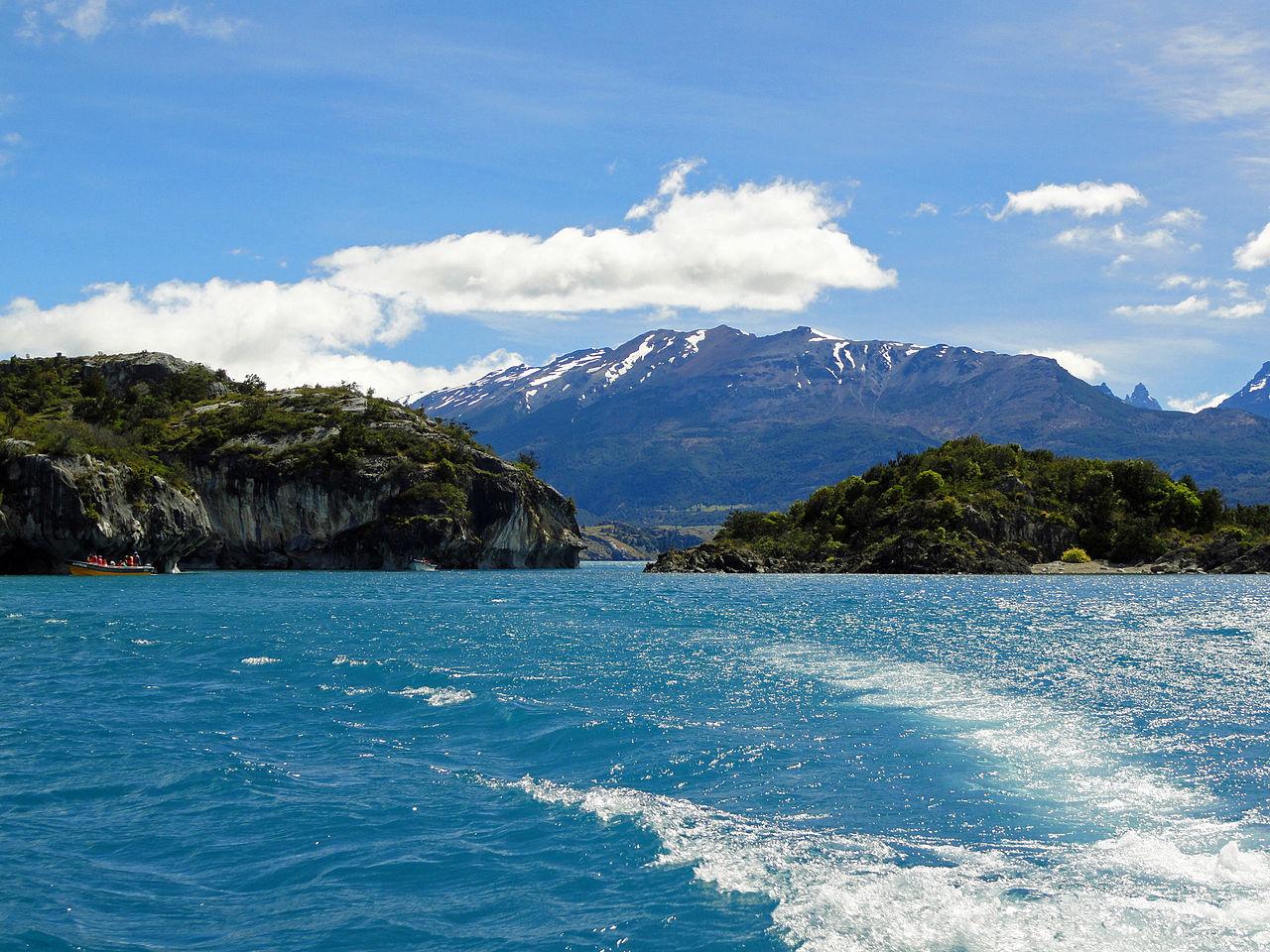 Danau General Carrera, yang terbesar di negara ini.