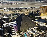 Las Vegas Strip shooting site 09 2017 4950.jpg