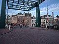 Leiden - Marebrug met studenten.jpg