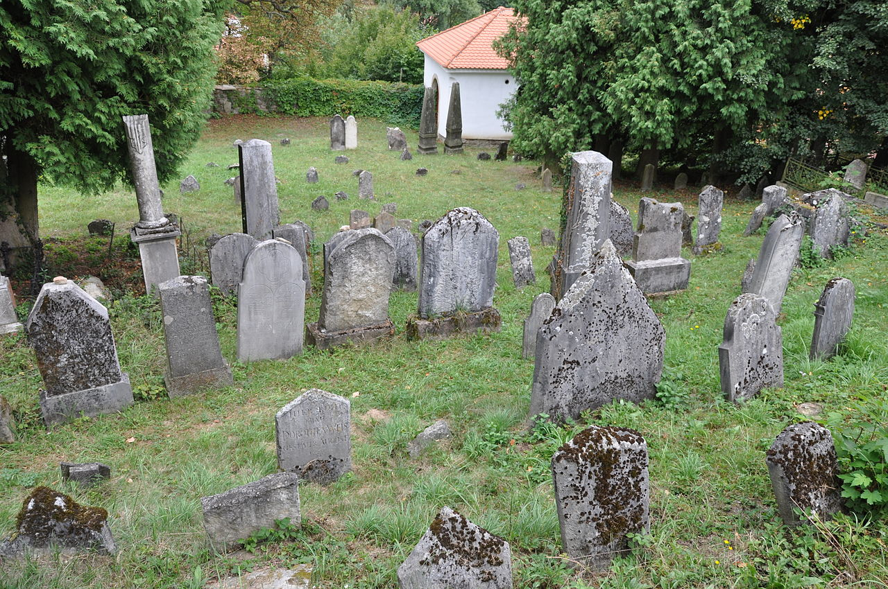 Lomnice-židovský-hřbitov2012z.jpg