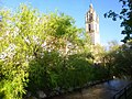 Los Arcos - Iglesia de Santa María y río Odrón.jpg