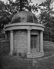 Lowell-mausoleum-1994.jpg