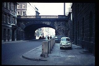 Thames Street, London road