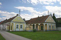 Lutzmannsburg alte Häuser.jpg