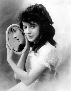 Mabel Normand 1918, 23–24 år gammal.